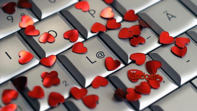761004-keyboard-with-hearts